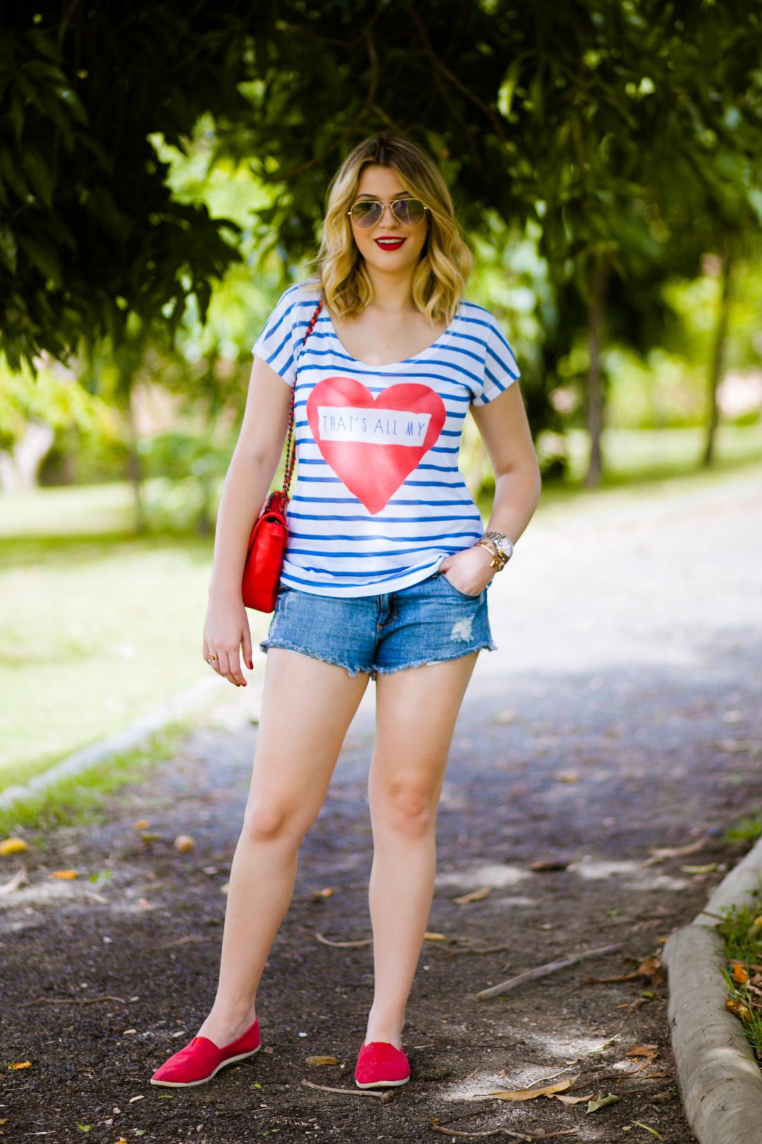 b32495666 Eu AMO conforto, é a quesito principal na hora de me vestir. Agora no verão  eu amo usar shorts jeans e camisetas estampadas, principalmente se a  estampa for ...