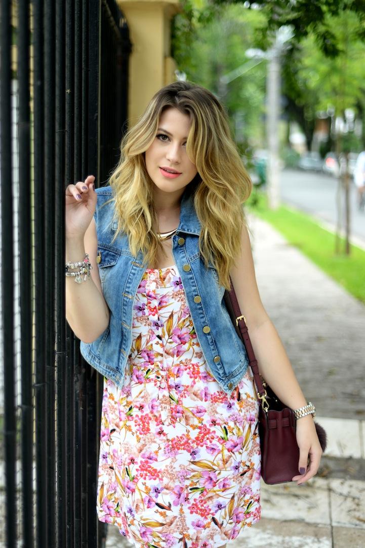 c9d187c7c Look do dia: vestido florido + colete jeans - Niina Secrets