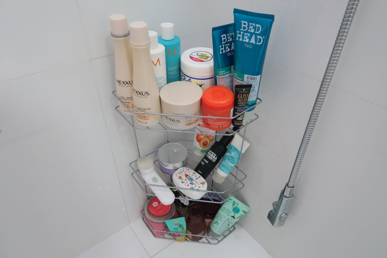 #0C4B67 Parte da bagunça recheada de produtos que eu não dispenso na hora do  1520x1013 px tour pelo meu banheiro com banheira